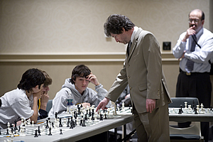 Gregory Kaidanov playing in a simul.